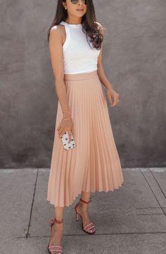 Wie man einen Midirock diesen Sommer stylt: 15 Ideen How To Style A Midi Skirt This Summer: 15 Ideas Midi Skirt Outfit, Pleated Midi Skirt, Skirt Outfits, Dress Skirt, Dress Up, Midi Skirts, Flowy Skirt, Long Skirts, Denim Skirt