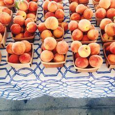 Best part of summer right here #farmersmarket #peaches #flashesofdelight