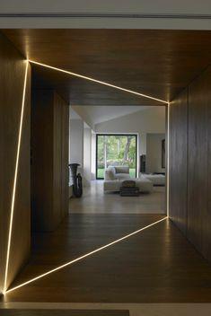 profilé LED encastré dans le revêtement en bois à FP House, Bologne, Italie par Marco Costanzi Architetti