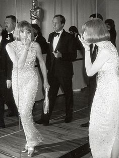 Dresses: Shirley MacLaine at the Academy Awards, 1975