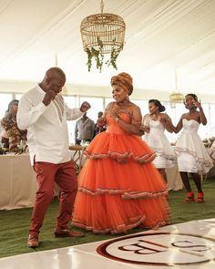 African Fashion Dresses, African Dress, Traditional Wedding Decor, Nice Dresses, Flower Girl Dresses, Wedding Honeymoons, Africa Fashion, Wedding Dress Styles, Fashion 2020