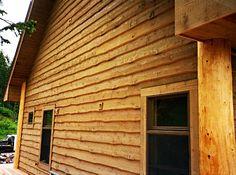 log cabin look vinyl siding Log Siding, Cedar Siding, House Siding, Exterior Siding, Vinyl Siding, Exterior Design, Types Of Siding, Siding Options, Rough Wood