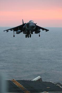 An AV-8B Harrier approaches the flight deck of the USS Kearsarge (LHD-3). #americasnavy #usnavy navy.com