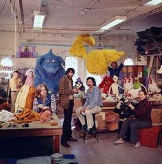 Vintage photos from Jim Henson's Muppet Workshop, birthplace of most of the Muppets. Jim Henson Puppets, Jim Hanson, Les Muppets, Mejores Series Tv, Fraggle Rock, The Muppet Show, Nyan Cat, Rainbow Connection, Kermit The Frog