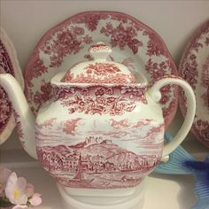 Pink & White Port of Hastings tea pot Pink White, Red And White, Pink Furniture, Romantic Bedrooms, English China, Blue Onion, White Plates, White China, Vintage Tea