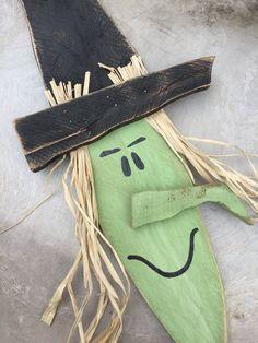 20 Brilliant DIY Pallet Furniture Design Ideas to Inspire You - diy pallet creations Halloween Wood Crafts, Fall Crafts, Fall Halloween, Halloween Decorations, Halloween Cubicle, Halloween Pallet, Rustic Halloween, Halloween Trees, Fall Decorations