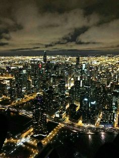 Chicago Skyline, pic courtesy of Chicago Helicopter Experience.