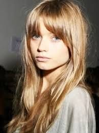I looked awful with forehead bangs a year ago, but I feel with my new hair color, I might pull it off Good Hair Day, Great Hair, My Hairstyle, Pretty Hairstyles, Stylish Hairstyles, Feathered Hairstyles, Corte Y Color, Haircuts With Bangs, Hair Photo