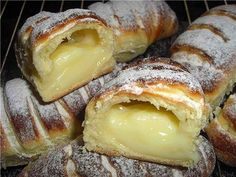 How to Make a Creamy Donut? We have prepared another delicious recipe. We make a cream muffin from pastry recipes. Our recipes, cake, donut recipes . Pastry Recipes, Cooking Recipes, Donut Recipes, Biscuits Graham, The Kitchen Food Network, Greek Desserts, Most Delicious Recipe, Sweet Pastries, Russian Recipes