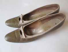 Women's Shoes Snakeskin Embossed Leather Vintage 1960's Accessory