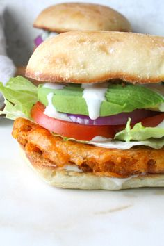 Ultimate Vegan Buffalo Cauliflower Sandwich - This Savory Vegan Dripping in flavor, crunch and spice, this is the Ultimate Vegan Buffalo Cauliflower Sandwich! Instructions for both baked and fried versions included. Cauliflower Burger, Vegan Buffalo Cauliflower, Cauliflower Recipes, Whole Foods, Whole Food Recipes, Cooking Recipes, Cooking Tips, Clean Eating Vegan, Healthy Eating