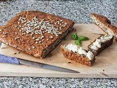 Ein saftiges Low Carb Fladenbrot Da ihr bei uns bisher neben denn Oopsies nur dieses LCHF Brot findet, haben wir uns auf die Suche nach einem weiteren Brot Rezept gemacht. Da sich viele von euch glutenfrei ernähren sollte dies auch das folgende Rezept