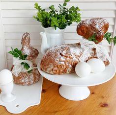 Dobré ráno a veselé Velikonoce. Letos zbylo těsto i na zajíčka 😉🐑🐇. #easter #baking #spring #springtime #lamb #rabbit #eggs #springdecorations #tradicional #czechfood #jaro #velikonoce #vejce #vajicko #peceni #beranek #porcelain #pottery