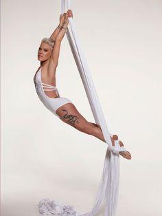 nk----Alecia Beth Moore (born September 1979 in Doylestown, Pennsylvania) Aerial Dance, Aerial Silks, Aerial Yoga, Belle Nana, Foto Sport, Alecia Moore, Beautiful People, Beautiful Women, Beth Moore