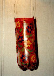 Laterne aus einer Plastikflasche basteln: http://www.kikisweb.de/spezial/stmartin/Laternen/limoflaschen.htm