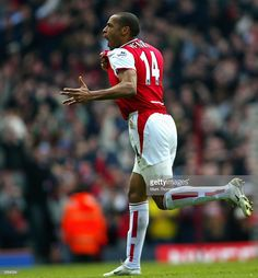 Thierry Henry of Arsenal celebrates scoring the third goal for Arsenal during the FA Barclaycard Premiership match between Arsenal and Liverpool at Highbury on April 2004 in London. Football Icon, Best Football Players, Football Gif, Sport Football, Arsenal Football, David Beckham Manchester United, Thierry Henry Arsenal, Arsenal Fc, Neymar