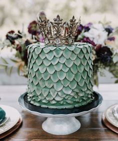 Any Game of Thrones fans out there? Daenerys Targaryen herself would be proud of… - Marvel - Game of Thrones Bolo Game Of Thrones, Game Of Thrones Kuchen, Game Of Thrones Party, Game Of Thrones Food, Game Of Thrones Decor, Pretty Cakes, Beautiful Cakes, Amazing Cakes, Game Of Thrones Anniversaire
