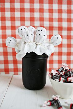 Ghost lollipops! Perfect gift for halloween