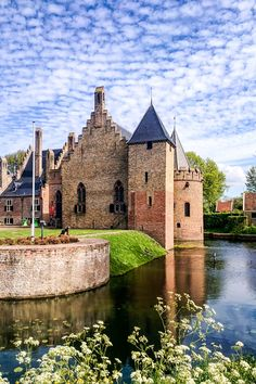 Explore the beauty of the Netherlands with endless tours & attractions! Amsterdam Things To Do In, Medieval Castle, Netherlands, Holland, Dutch, The Past, Around The Worlds, Tours, Explore