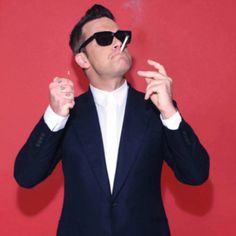 Justin Timberlake black and white hot guys male celebs celebrities music Oliver Goldsmith Sunglasses, Celebrities With Glasses, Robbie Williams, Celebrity Gallery, Justin Timberlake, Famous Faces, My Idol, Hot Guys, Handsome