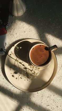 Coffee Latte Art, Coffee Cafe, Coffee Shot, Coffee Break, Aesthetic Coffee, Aesthetic Food, Coffee Photography, Food Photography, Coffee Magazine