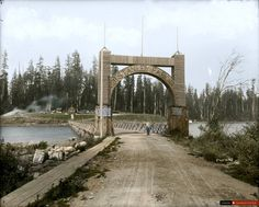 Arch at Stanley Park entrance, Vancouver, around 1890 - 33 Colourized Photos That Make Canadian History Come To Life Stanley Park Vancouver, Vancouver Bc Canada, Vancouver Island, World Beautiful City, Canadian History, Local History, History Pics, Visit Canada, Colombia