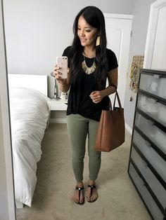 Outfits + What I'm Ordering From LOFT's Off Sale and Nordstrom Triple Points Living in the twist tees lately!Living in the twist tees lately! Casual Work Outfits, Professional Outfits, Mode Outfits, Work Attire, Fashion Outfits, Womens Fashion, Petite Fashion, Young Professional, Summer Business Casual Outfits