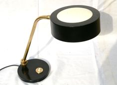 Lampe Jumo (société créée par Yves Jujeau, Pierre et André Mounique), France, années 1960, faussement attribuée à Charlotte Perriand ou Renan de la Godelinais