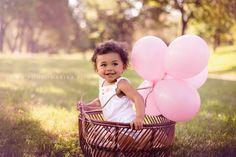 plenerowe sesje dziecięce naturalne zdjęcia z balonikami,