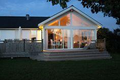 Bilderesultat for vinterbonat uterum schuco Glass Porch, Window Styles, Home Interior Design, Home Projects, Building A House, House Plans, Varanasi, Floor Plans, Home And Garden