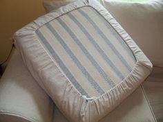 Easy Diy Drawstring Seat Cushion Cover Slipcovers Cushions On Upholstery For The Lazy Girl Couch Cushion Covers Diy Cushion How To Make A Cushion Cover And Other Slipcover Tutorials Mossyjojo Diy No Sew Temp Sofa… Canapé Diy, Easy Diy, Sewing Projects, Diy Projects, Cushions On Sofa, Camper Cushions, Owl Pillows, Recover Patio Cushions, Burlap Pillows