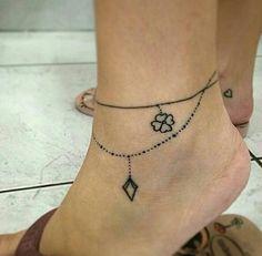 Tatuaggio cavigliera