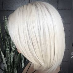 40 hair сolor ideas with white and platinum blonde hair hair Ice Blonde, White Blonde Hair, Platinum Blonde Hair Color, Blonde Color, Blonde Balayage, Blonde Highlights, Bobs Rubios, Hair Lengths, Mid Length Hair