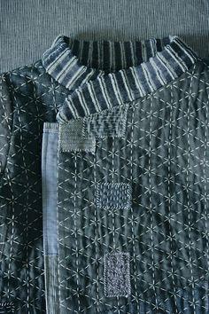 Купить или заказать Стеганный Детский ватник куртка 'Король - рыбак' в интернет-магазине на Ярмарке Мастеров. Ватничек на мальчика ' Король-рыбак ' подойдет для межсезонья на свитерок , а так же для зябких летних дней. Выполнен из 100% экологичных , натуральных материалов. Наружный , внешний слой модели - составная деталь из льна и хлопка , утеплитель - 100% шерсть ( 3мм), простеган крученой хлопковой толстой ниткой, подкладка- хлопок. Кромка рукава укреплена джинсовыми заплатами .