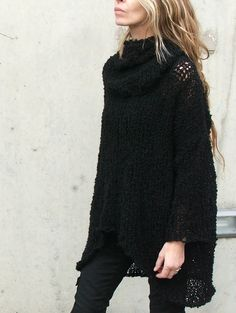Do you often wear your boyfriend's, husband's or dad's over-sized well-worn sweaters and beloved jumpers? Well, who doesn't love a warm, comfy sweater? Looks Style, Style Me, Look Fashion, Womens Fashion, Fashion Models, Fashion Shoes, Girl Fashion, Fashion Fall, Look Boho