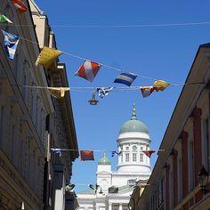 Huomenta HelsinkiGood morning Helsinki . . #helsinki #myhelsinki #visithelsinki #helsinkicathedral #kesäpäivä #huomenta #hyväähuomenta #nelkyplusblogit #goodmorning #goodmorningworld #bluesky #wanderlust #thisisfinland
