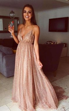 Buy A Line Spaghetti Straps V Neck Gold Prom Dresses Long Backless Evening Dresses in uk.Shop our beautiful collection of unique and convertible long Prom dresses from PromDress.uk,offers long bridesmaid dresses for women in the UK. Straps Prom Dresses, Gold Prom Dresses, Formal Evening Dresses, Homecoming Dresses, Strapless Dress Formal, Gold Sparkly Prom Dress, Champagne Prom Dresses, Long Sequin Dress, Dress Prom