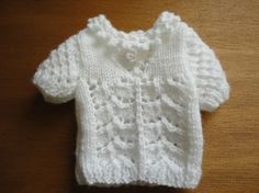 pattern on website (for Nancy) Tricot Baby, Cardigan Bebe, Nancy Doll, Barbie Patterns, Baby Born, Knitted Dolls, Barbie Clothes, I Dress, Baby Knitting