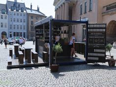 An inspired shipping container pop-up restaurant from an unexpected source: Hellmann's mayonnaise company opened a tiny restaurant to serve free sandwiches for a day in Copenhagen, Denmark. Container Bar, Shipping Container Restaurant, Container Coffee Shop, Shipping Container Design, Shipping Containers, Pop Up Restaurant, Restaurant Design, Container Architecture, Architecture Design