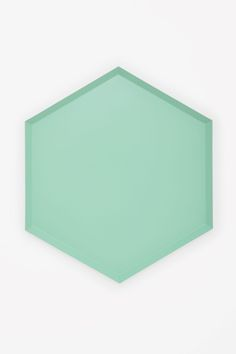 Made from metal with a bold coloured finish, this extra-large tray can be used individually or combined with smaller sizes to form a decorative geometric pattern.