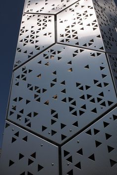 Facade panels. Triangles subdivisions.