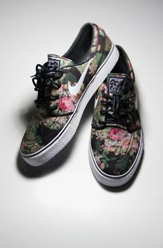 Gentlemen In Jays: Photo Floral Nike low top shoes