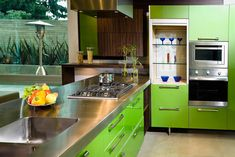 Before sinking a lot of money into a stylish kitchen upgrade that'll look dated in a few years, take note of which trendy features are a turnoff to buyers.