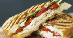 Recette de Panini minceur à l'italienne au poulet, mozzarella et pesto. Facile et rapide à réaliser, goûteuse et diététique.