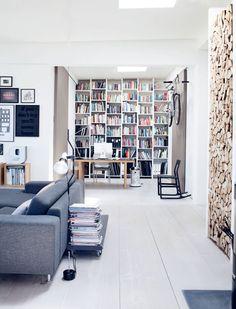 Un loft Danois - pièce à vivre ouverte + bibliothèque