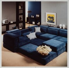 Velvet. En vogue today and in 1975. #history #throwback #sofa #rolfbenz