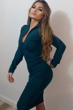 Atrage toate privirile asupra ta si simte-te bine in pielea ta, purtand aceasta rochie simpla, mulata din jerse elastic. Alege sa o porti la o petrecere accesorizata elegant sau in timpul zilei cu o pereche de bocanci si geaca bomber din fas sau cu ciocate si blanta. High Neck Dress, Bodycon Dress, Dresses With Sleeves, Long Sleeve, Green, Fashion, Turtleneck Dress, Moda, Body Con