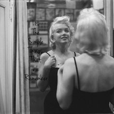 Marilyn Monroe: Rare pictures of the blonde bombshell - FYI News Marilyn Monroe Death, Young Marilyn Monroe, Marilyn Monroe Photos, Rare Pictures, Rare Photos, Rare Images, Bing Images, Photos Rares, Harold Lloyd