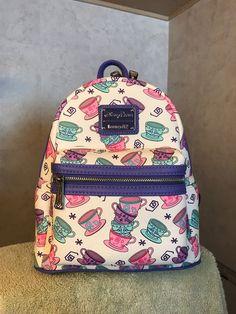 Disney Handbags, Disney Purse, Cute Handbags, College Bags For Girls, Cute Disney Outfits, Cute Mini Backpacks, Mini Mochila, Kawaii Bags, Disney Merchandise