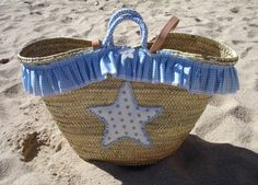 Capazo estrella azul Alba 2 Creation Couture, Beach Tote Bags, Summer Bags, Kids Bags, Wooden Handles, Diy Projects To Try, Baskets, Clutch Bag, Straw Bag